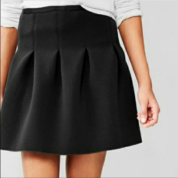 Gap Women's Skirt Tan Size 2 Pleated Skirts Women's Clothing